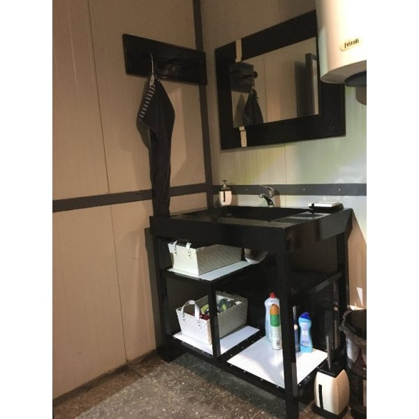 Mobilier metalic vintage pentru baie
